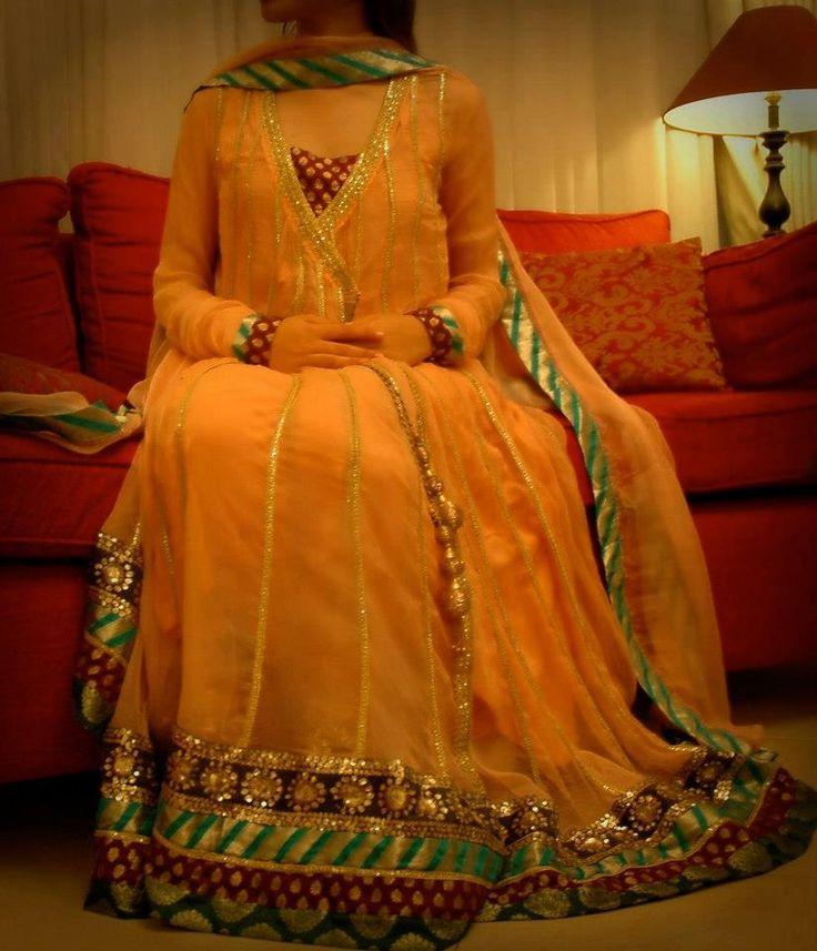 Pakistani Mehndi dress.. Check out more desings at: https://www.mehndiequalshenna.com/