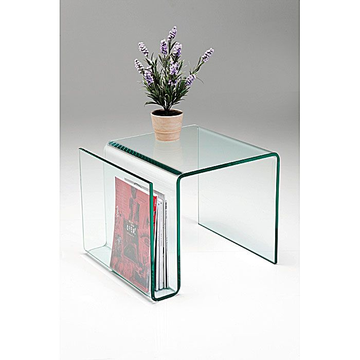 Bijzettafel Newspaper Club is een moderne en elegante tafel uit de Kare Design collectie en is geheel gemaakt van glas en is zo verbogen dat er een handige krantenbak is ontstaan. Deze praktische tafel is nu verkrijgbaar bij Furnies.nl!