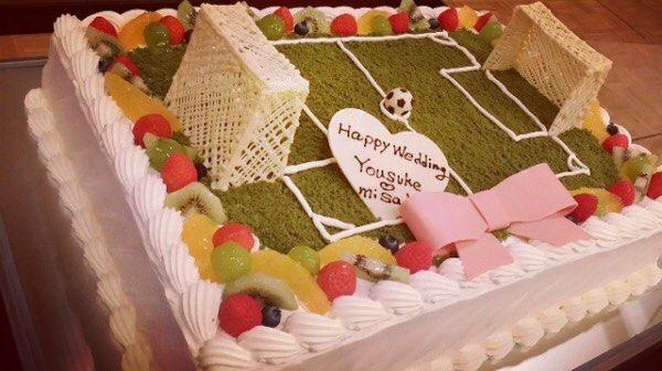 いいね!71件、コメント1件 ― 結婚式場【ベルナール鶴岡】さん(@wedding_bn_tsuruoka)のInstagramアカウント: 「・ ・ ・ スポーツの秋にぴったりな #オリジナルケーキ  ・ ・ こちらは、サッカーコートを イメージしたデザインですが、 野球やバスケ、テニスなどの…」