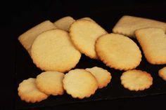 Como otras muchas recetas el origen de estas galletas es incierto, si podemos saber que ahora las llaman galletas danesas.