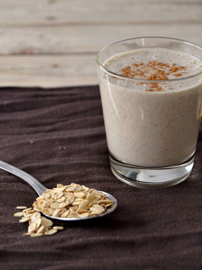 Oat, Banana, Almond and Chia Smoothie - soak the oatmeal and chia the night before and blend it all in the morning!