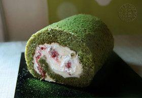 クリスマス色!木苺と抹茶のロールケーキ by 抹茶はうす [クックパッド] 簡単おいしいみんなのレシピが274万品