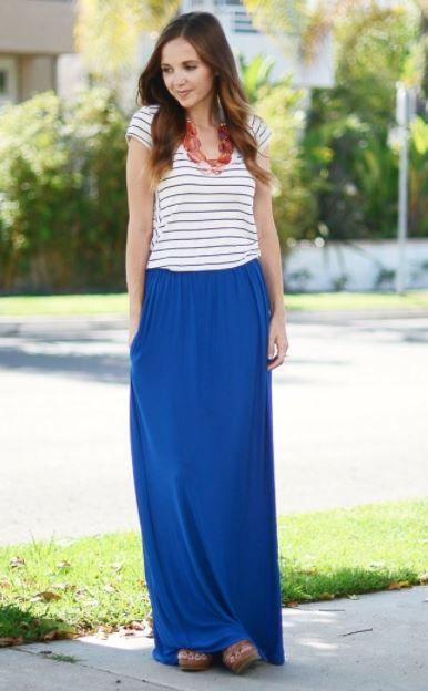 322ecc91 falda larga azul outfits, azul marino, azul electrico, como combinar una  falda larga azu y blusa a rayas