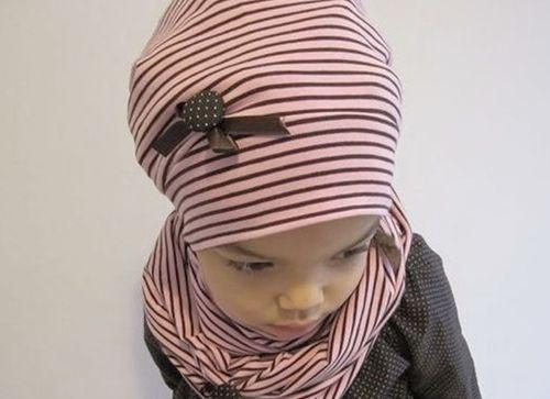 Im Video zeigt Euch Rebecca vom DaWanda-Shop Elfenkind-Berlin, wie Ihr eine Beanie-Mütze mit französischem Charme nähen könnt.