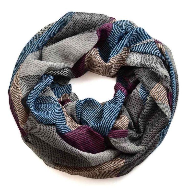 Tunelová šála 69tu006-71.02 - šedá s barevným geometrickým vzorem - Bijoux Me!
