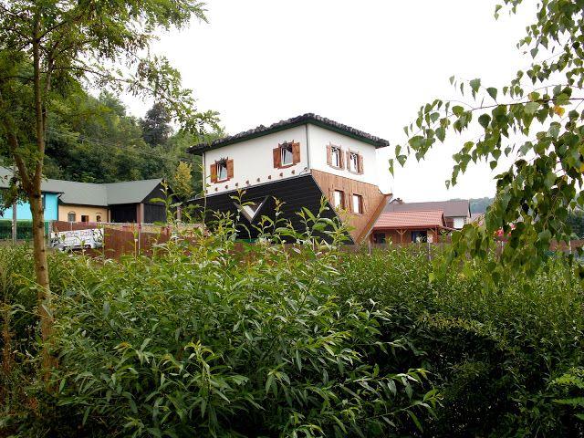 Tam gdzie świeci słońce...: Bałtowski Park Jurajski - Dom do góry nogami