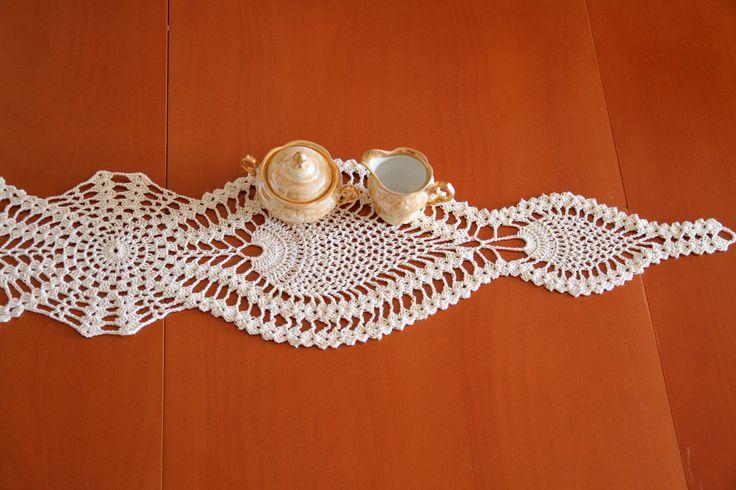 Crochet Table Runner, Vintage Table Runner, Table Cloth by etty2504 on Etsy