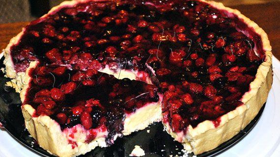 Tarta cu fructe de padure, in pericol de exterminare... http://gurmandino.ro/wp-content/uploads/2012/08/Tarta-cu-fructe-de-padure9.jpg