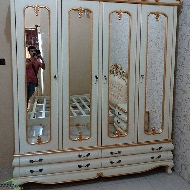 #Mahogany #French #Wardobe in Glossy White and #Gold Accent Sumanto by #NusaTeak  PIN: 7658A033 Call WA: 6281908021000 Inquiry: info@nusateak.com Site: NusaTeak.com  #Mebel #Furniture #Meuble #Home #Decor #Interior #FrenchWardrobe #HomeDecor #MahoganyWardrobe #AntiqueWardrobe #Carvings #HomeInterior #Armoire #MahoganyArmoire #WardrobeFurniture #FurnitureDesign #InteriorDesign #Design #Etsy #Indonesia