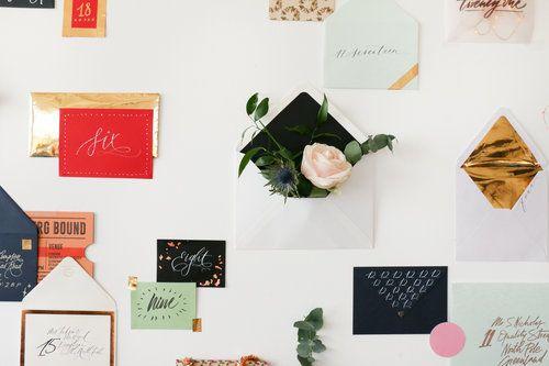 Gyönyörű írószer tesz bennünket gyenge a térde, és a boríték adventi fal tele ajándék, virág, és a betűk loveliness köszönetképpen minden kedves Lamplighter közösség ebben az évben.  Játszd végig a napi Instagram és a Facebook, ahol nyílik egy szép borítékot minden nap, nézd meg a nyereményeket lehet nyerni, többek között egy aláírt példányát Nib + Ink, ingyenes letöltések, super cool ajándékait néhány kedvenc márkák (ideértve a kézirat és Birchbox között sokan mások), és természetesen…