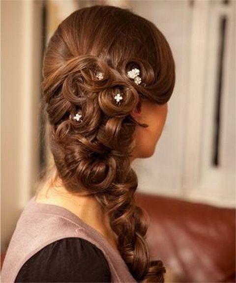 Fryzury na studniówke średnie włosy