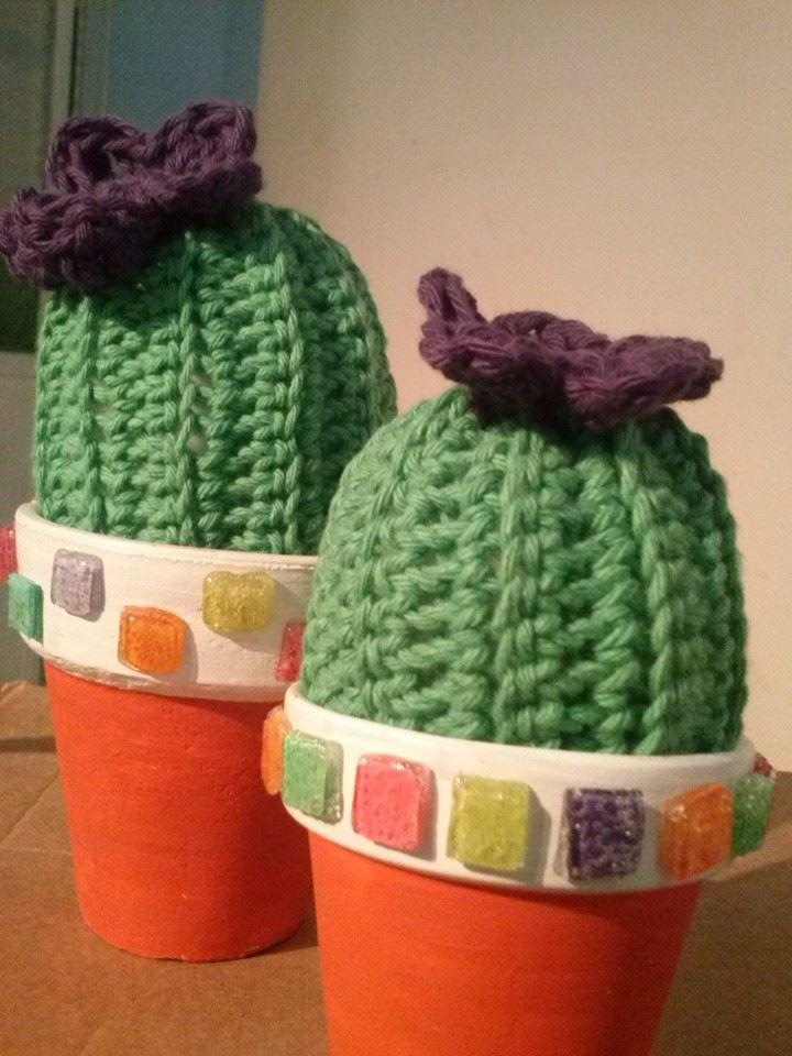 Cactus al crochet y macetas con venecitas artesanales...