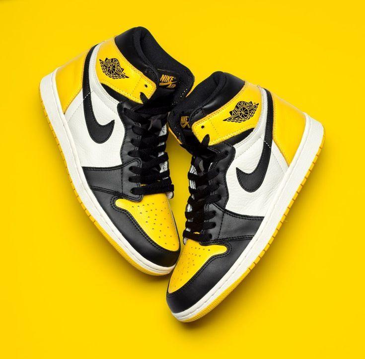 """Coup D Å""""il Sur Le Yellow Toe Air Jordan 1 House Of Heat Les Baskets En 2020 Chaussure Nike Jordan Chaussures De Sport Mode Chaussures Jordan Retro"""