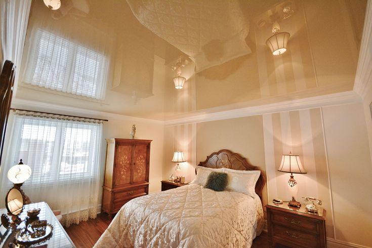 Глянцевый натяжной потолок в спальне. Производство: Германия. #Pongs #bedroom #глянец #потолок