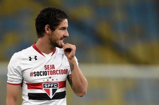Alexandre Pato to Chelsea? English tabloids invent claims striker may sign before Arsenal game