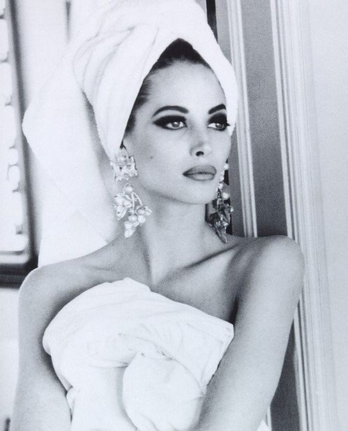 Queen.Dramatic Eye, Christy Turlington, Classic Beautiful, Makeup, Christyturlington, Belle, Towels, 90S Supermodels, Earrings