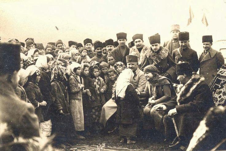 Atatürk,çocuklarla