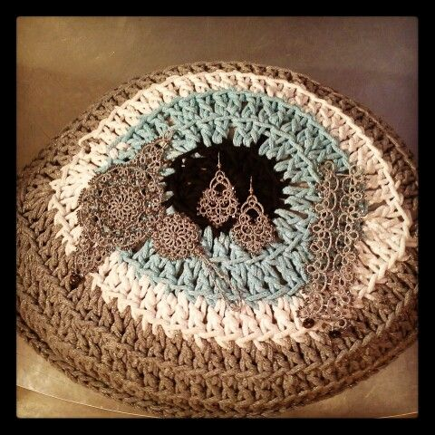 www.contessins.gr. Handcrafted crochet cushion and lace jewelry