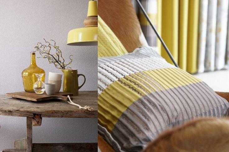 Met de interieur  styling zet je de puntjes op de i. Combineer gele woon-accessoires zoals kussens, vazen en bloemen met elkaar. Op deze manier breng je snel kleur in huis en is het ook te veranderen in een andere tint.