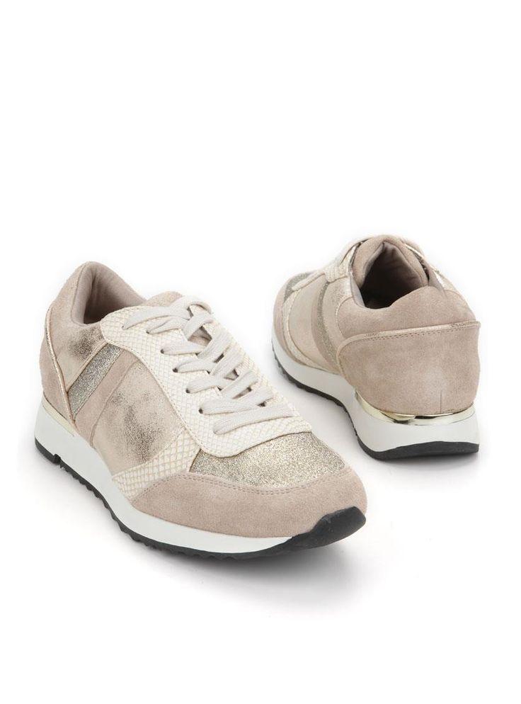 PS Poelman sneaker  Description: Roze sneakers van PS Poelman. Het bovenwerk van deze damesschoenen is deels gemaakt van leer. De schoenen zijn voorzien van glitters ter decoratie.  Price: 35.99  Meer informatie
