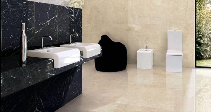 Ba o con suelo crema marfil pared crema marfil y negro for Piso de marmol negro