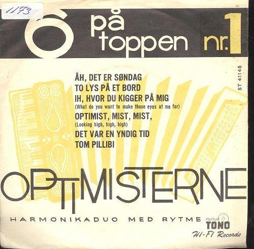 """""""Optimisterne"""" (en harmonika-duo med rytme) spiller: """"To lys på et bord"""", """"Optimist-mist-mist"""", """"Det var en yndig tid"""" og """"Tom Pilibi""""."""