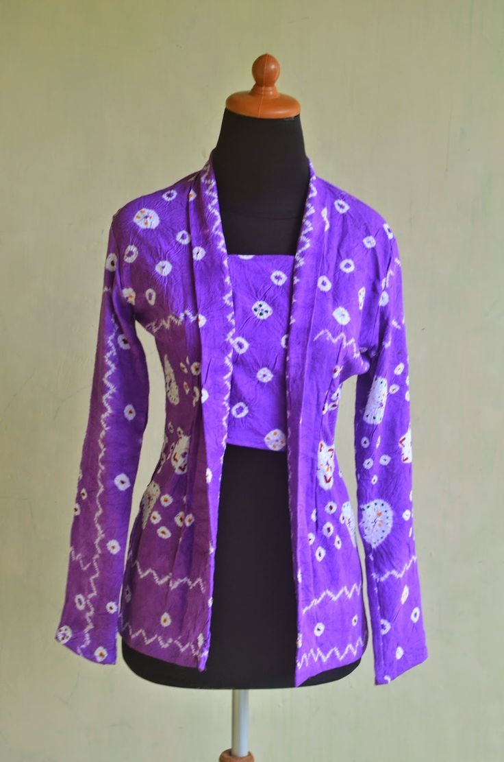 this picture isn't mine. kebaya kutu baru. jumputan motif bu broto. violet.