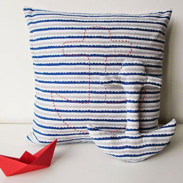 Une ancre sur un coussin / Anchor on a cushion
