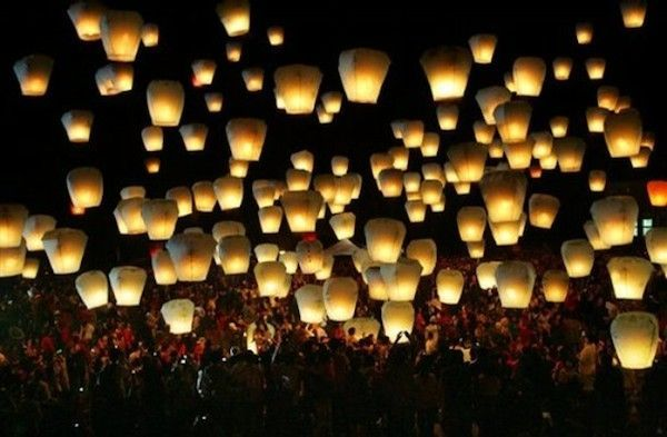 A wish lantern release is a creative destination wedding send-off and a great activity to do with your guests! #destinationwedding #reception