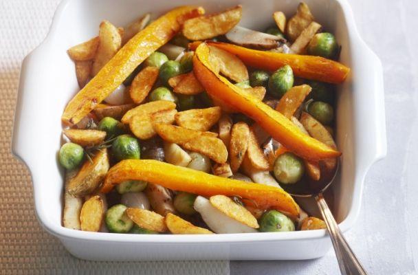 Ovenschotel van aardse knolgroenten, zoete pompoen en spruitjes. Voor het hele #aardappelrecept kijk op onze website #Aviko