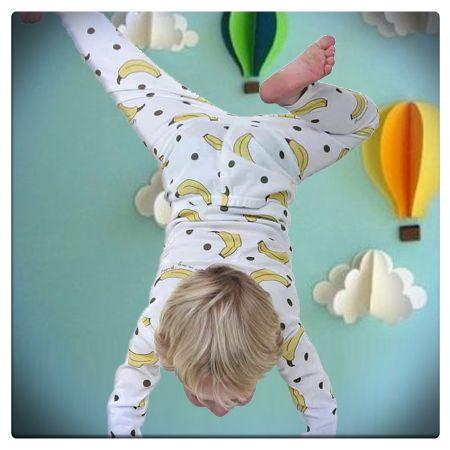 Il momento del riposo - Il numero di ore di sonno necessarie per i bimbi varia in base all'età: i più piccoli hanno bisogno di riposare almeno 11 ore per notte, oltre ad un'oretta o due nel pomeriggio. I bambini che frequentano la scuola materna o le elementari necessitano invece almeno di 10 ore di riposo. Per i primi giorni di scuola anticipiamo l'orario della buonanotte ed evitiamo giochi eccitanti o video che possano turbare: sia il corpo che la mente devono predisporsi al relax!
