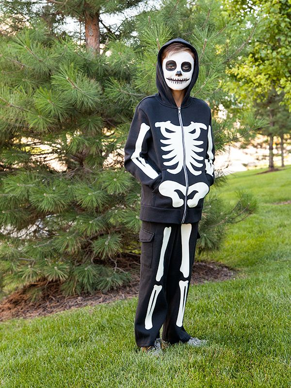 diy no sew skeleton halloween costume make it now in. Black Bedroom Furniture Sets. Home Design Ideas