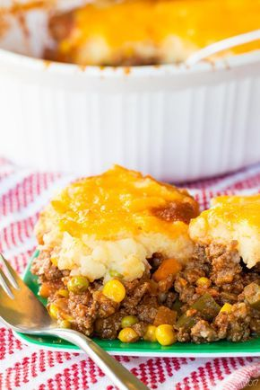 How to Make Shepherds Pie - an easy recipe for the classic comfort food casserole with meat, vegetables, and cheesy mashed potatoes on top.