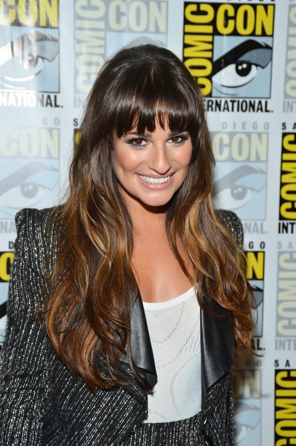 Actrice Lea Michele (Glee) gaat voor een bouclé jasje met stoere lederen afwerking.