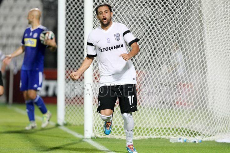Ο Περέιρα πανηγυρίζει το πρώτο του γκολ στο ελληνικό πρωτάθλημα κόντρα στην Καλλονή στην Τούμπα