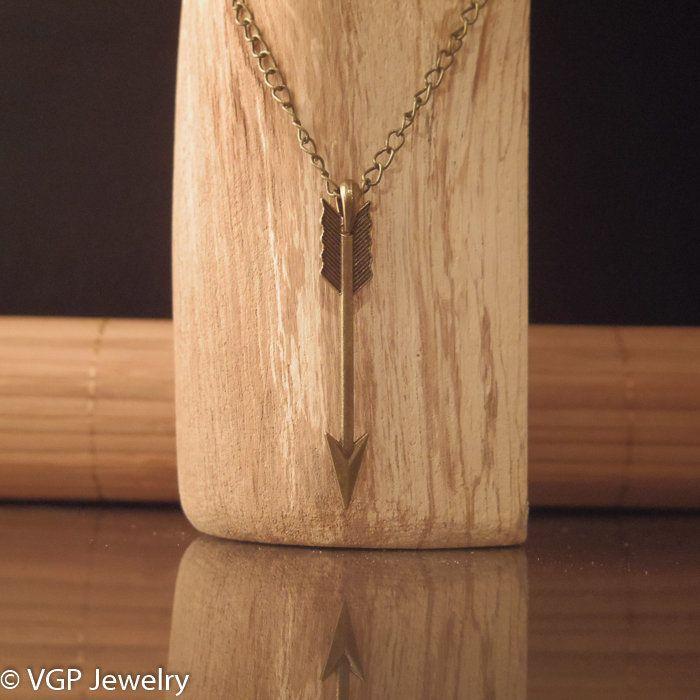 Robuuste Pijl Ketting: lange bronskleurige ketting