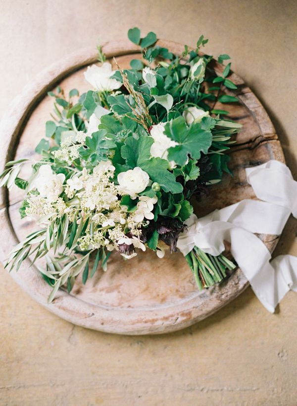 Simple Outdoor Botanical Wedding Inspiration