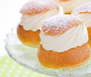 "Klassiska semlor. Swedish ""semla""."