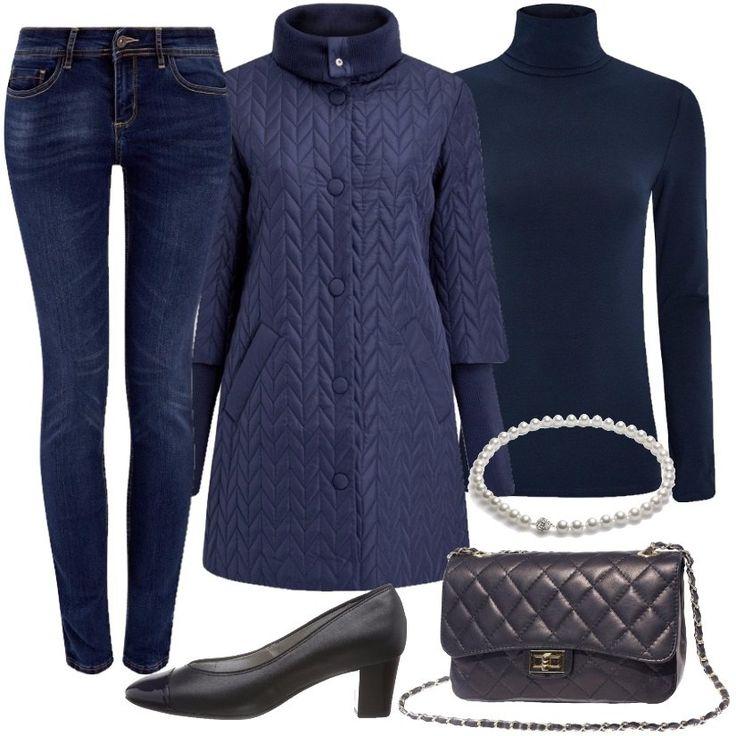 Per un look da tutti giorni, ho scelto questo outfit composto da un dolcevita, un jeans skinny ed un cappotto blu. Una borsa trapuntata completa il tutto.