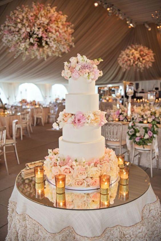Ausgewählter Fotograf: Carasco Photography, Ausgewählter Kuchen: Elysia Root Cakes; Wir…   – Wedding Cakes