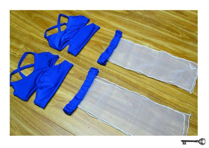 Traje Shiva SAW contorsión Emoticono heart Top lycra azul brillante reversible a lycra azul opaca tiritas cruzadas. Top recortes detalles abierto en los costados pollera de gasa tipo tapa rabo de gasa blanca y cintura de lycra azul