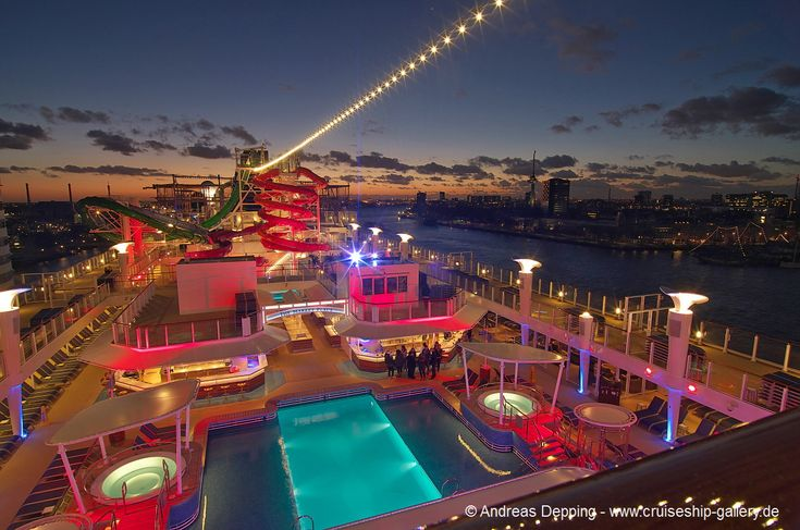 Norwegian Getaway - The pool at night - get 0330 - Cruise Ships from Papenburg / Germany
