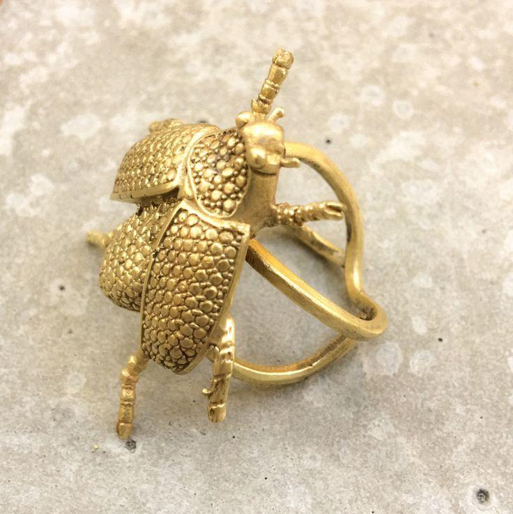 Anillo Escarabajo realizado en bronce con baño de oro vermeil 18k. Anillo ajustable. #Skarabäus #beetlering Käfer ring #beetle
