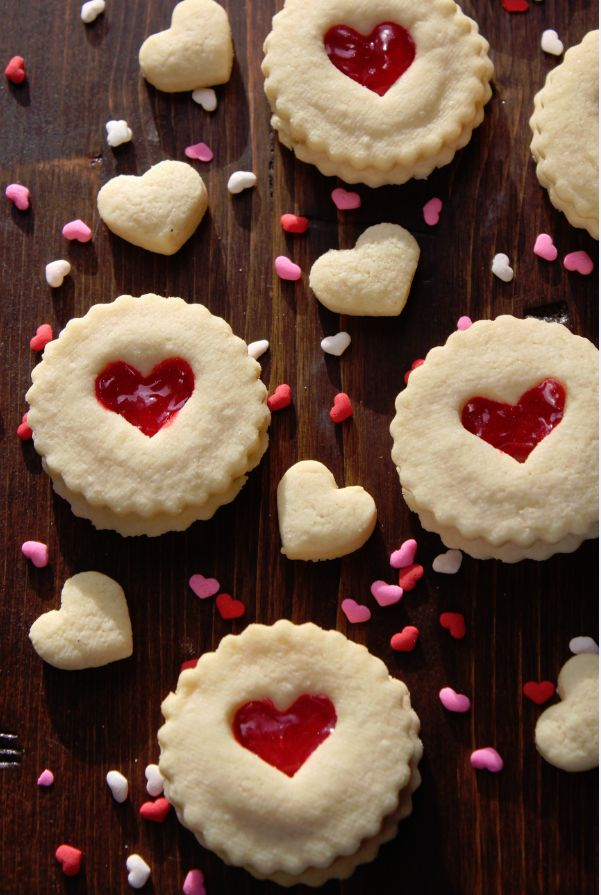 Red Heart Valentine's Day Cookies make a great Valentines gift!