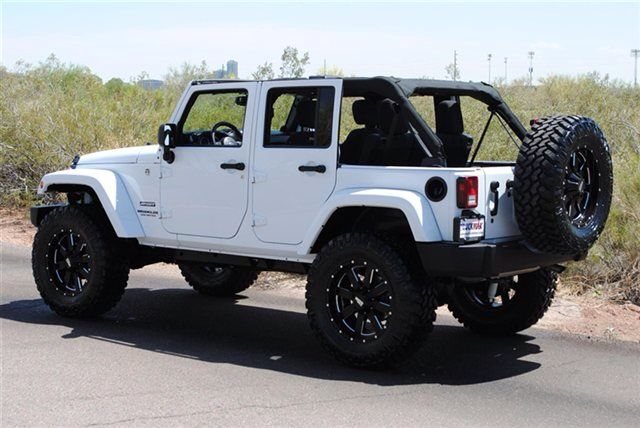 Jeep Wrangler Unlimited Sahara : XD (the tires on this one are a little too big, for my taste)