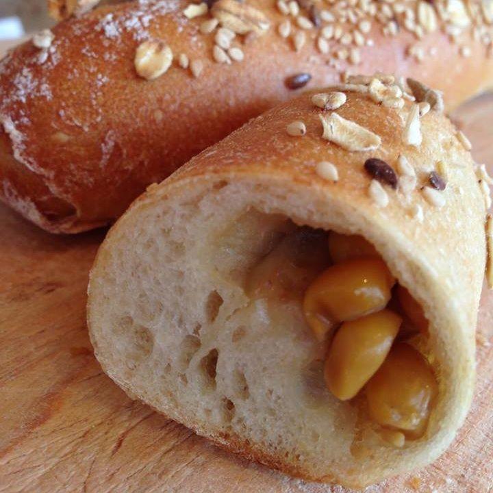 バターと正油でソテー下とうもろこしを、ブドウ酵母の生地で包みました。焦げた正油の香ばしさも美味しいおやつパンで…
