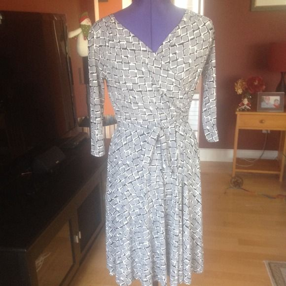 Gray, black, and white petite dress Medium petite 3/4 sleeve dress. Great condition! apt. 9 Dresses