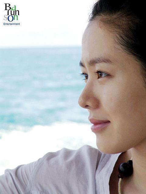 Stunning Korean actress Son Ye Jin