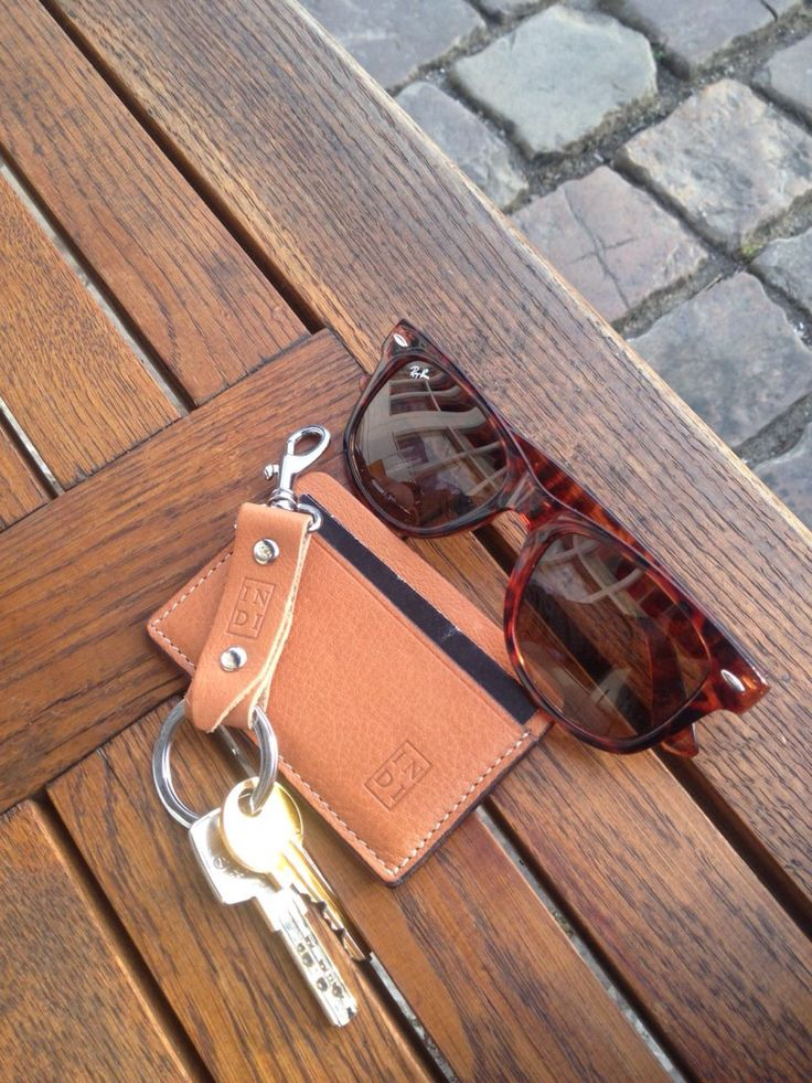 Cool leather card wallet and keychain, brown natural color.