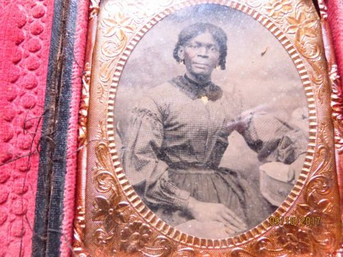 RARE-Vintage-Civil-War-Era-African-American-Female-Tintype-in-Original-Case